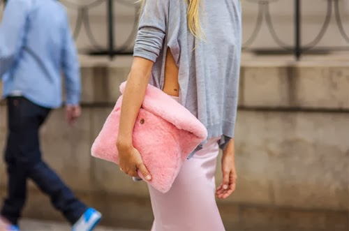 dff90-hache-cotton-candy-bag-pink-fluffy-furry-clutch-preetma-sigh-eleonora-carisi4