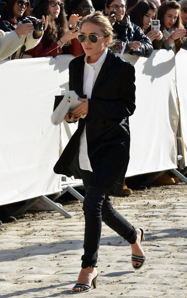 Louis Vuitton: Outside Arrivals - Paris Fashion Week Womenswear