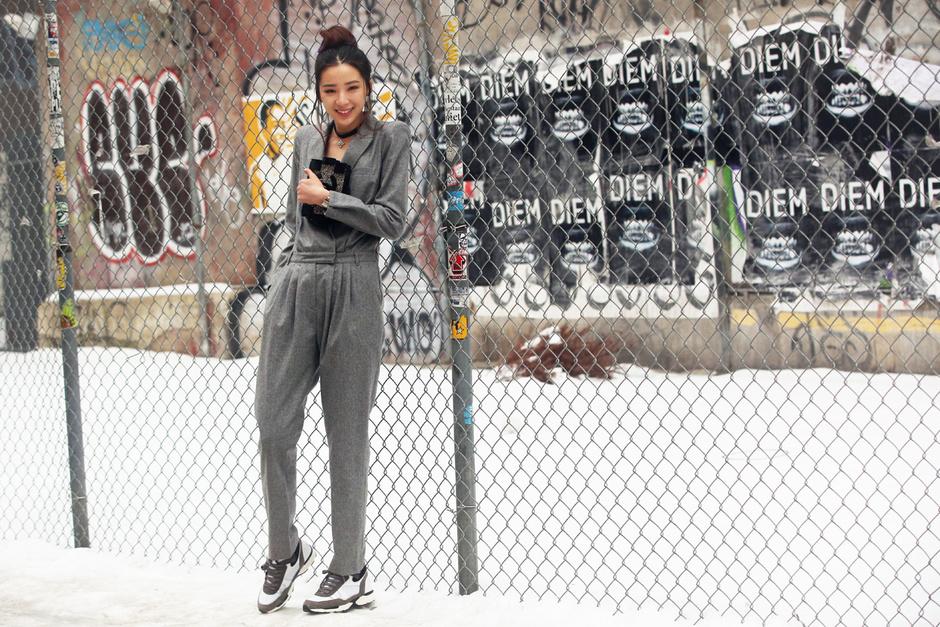 new-york-street-style-fashion-week-look-grigio-tuta_hg_temp2_m_full_l
